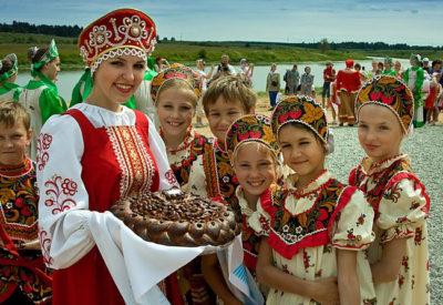 На Руси встречали с хлебом (караваем) и солью